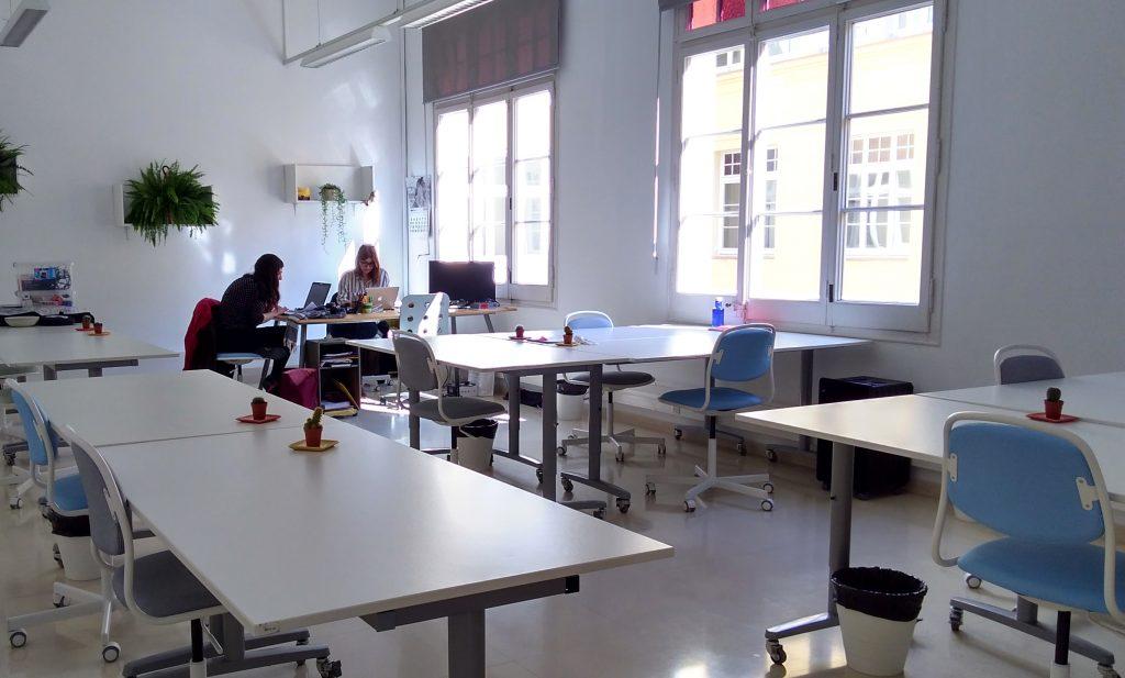 La bonne posa en marxa l 39 espai de coworking per a dones for Oficina de empleo santa eugenia