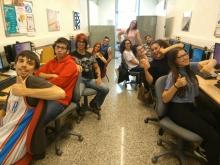 Un grup de joves participant en un taller al Punt TIC de CO-Innova Sant Feliu