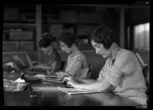 Dones treballant