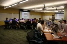 A classroom amb computers. CC BY 2.0