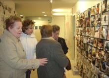 """Grup motor de dones del bloc """"Memòria de Barri de la Torrassa i Collblanc"""" del Punt TIC-Òmnia JIS Arrels"""