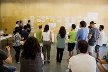 Un moment de la posada en comú d'idees en el taller de cocreació