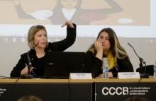 Laia Serra i Núria Vergés en la jornada 'Ciberviolències i participació política de les dones'