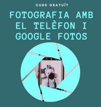 Imatge del taller de fotografia amb el telèfon mòbil i Google Fotos