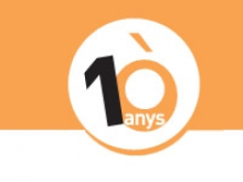 Logo 10 anys Òmnia