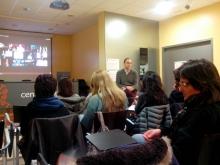 Oriol Cesena de l'empresa Focalizza fent la xerrada a Tremp