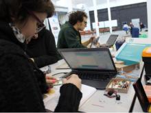 Taller de robòtica educativa a l'Ateneu de Fabricació de Les Corts