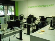 Sala d'ordinadors al Punt TIC de Santa Bàrbara