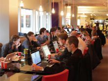"""Imatge de l'article """"L'impacte dels espais de coworking en l'economia local"""" de Deskmag"""