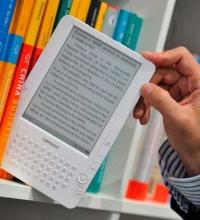 Agafant un llibre digital