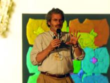 Fotograma del vídeo de la conferència de Neil Gershenfeld al Simposi Fab City