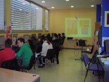 Alumnes de l'ESO realitzant un curs al Punt TIC de Tremp