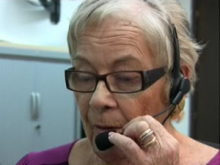 Una dona participant a una videoconferència a un Punt TIC
