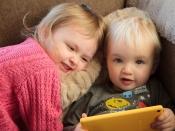 Infants amb una tauleta