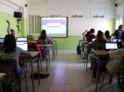 Classe amb ordinadors a l`INS Torre del Palau