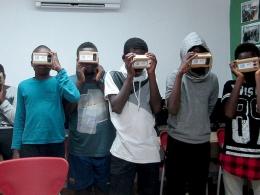 Taller de realitat virtual, a l`Òmnia de Banyoles. Font: Flickr de la Xarxa Òmnia