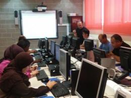 Participant del curs en plena sessió formativa
