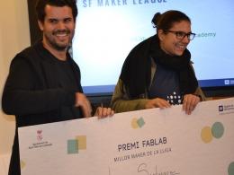 Lidia Santiago, dinamitzadora digital de l`Òmnia de Torrelles de Llobregat, rebent el premi a la millor maker