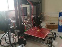 Impressora 3D del Club de Makers de Sant Feliu de Llobregat