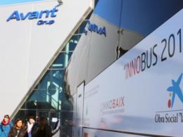 L`autocar i part dels participants de l`edició 2017 de l`Innobus