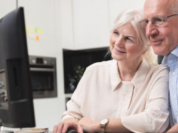 La gent gran es forma amb les TIC