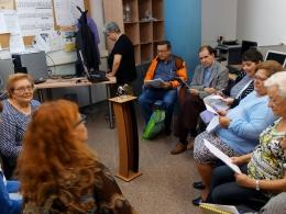 Participants de l`Òmnia Badia del Vallès gravant programa de ràdio