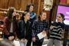 Fotografia d'un grup de noies amb la seva mentora, a l'esdeveniment de l'STEAMConf 2018